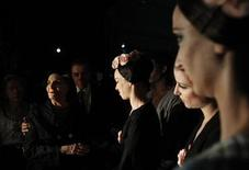 <p>Alicia Alonso (L), Cuba's prima ballerina assoluta and director of the Cuban National Ballet talks backstage to her ballerinas before the Cuban National Ballet Gala concert at the Bolshoi Theatre in Moscow, August 2, 2011. REUTERS/Denis Sinyakov</p>