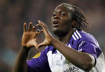 Anderlecht's Romelu Lukaku celebrates after scoring against AEK Athens during their Europa League soccer match at the Constant Vanden Stock stadium in Brussels October 21, 2010. REUTERS/Francois Lenoir