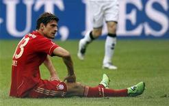 O Bayern Munich, time do jogador  Mario Gomez (foto), perdeu de maneira surpreendente por 1 x 0 em casa contra o Borussia Moenchengladbach na sua estreia no campeonato alemão. REUTERS/Michaela Rehle
