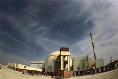 <p>Foto de archivo de la planta nuclear de Bushehr, Afganistán, oct 267 2010. La primera planta de energía nuclear de Irán no comenzará a trabajar este mes como estaba previsto, dijeron varios parlamentarios, y responsabilizaron a Rusia por la última demora de un proyecto que Teherán espera sea un escaparate sobre sus planes atómicos supuestamente pacíficos. REUTERS/IRNA/Mohammad Babaie</p>