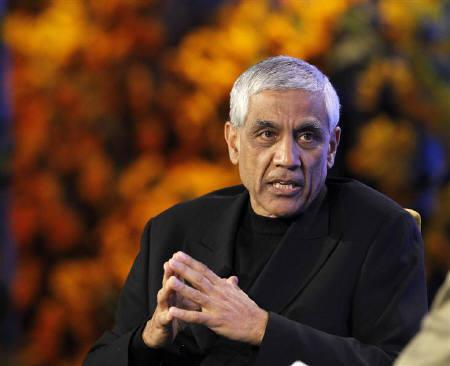 Vinod Khosla, founder of Khosla Ventures, speaks during the Fortune Brainstorm Green conference in Dana Point, California April 13, 2010.   REUTERS/Mario Anzuoni/Files