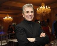 """Apresentador e produtor John Walsh da série """"America's Most Wanted"""" promove o milésimo episódio do programa em turnê de divulgação da Fox, na Flórida, em 2010. Walsh, que ajudou a polícia a prender 1.500 fugitivos e localizar 50 crianças desaparecidas desde 1988, vai receber um prêmio honorário dos organizadores do Emmy.  11/01/2011  REUTERS/Danny Moloshok"""