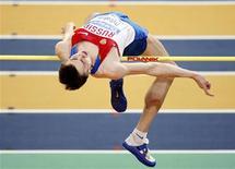 O russo Yaroslav Rybakov compete no salto em altura, durante Campeonato Mundial de Atletismo de 2010 em Aspire Dome, em Doha, no Catar. O atleta não poderá defender seu título mundial do salto em altura devido a uma contusão no pé, disse o chefe da equipe de atletismo da Rússia, Valentin Maslakov, nesta quarta-feira. 14/03/2010 REUTERS/Mohammed Dabbous