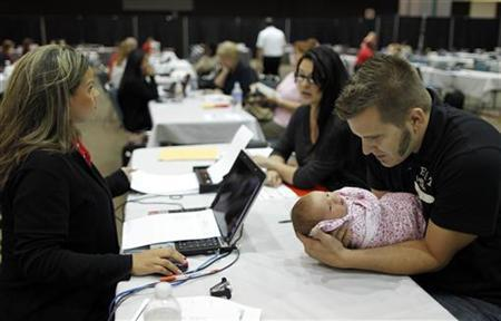 Rebecca Esquibel, 30, and Nathan Glidden, 29, and their one-month-old daughter Aliyah at a Bank of America mortgage modification outreach event in Los Angeles, August 4, 2011. REUTERS/Lucy Nicholson