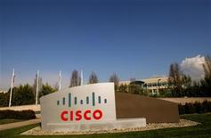 <p>Foto de archivo del campus de Cisco Systems en San Jose, EEUU, feb 3 2010. Cisco Systems Inc reportó un alza del 3,3 por ciento en sus ingresos del cuarto trimestre fiscal, mejor a lo esperado, mientras ajusta su negocio de cara a un menor gasto público en tecnología. REUTERS/Robert Galbraith</p>