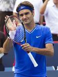 O suíço Roger Federer comemora vitória sobre o canadense Pospisil em Montreal.  REUTERS/Christinne Muschi
