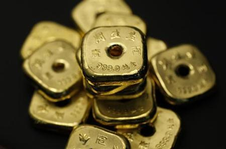 One-tael gold cubes (1.13 ounces or 38 grams) are seen at a jewellery store in Hong Kong in this August 11, 2011 illustration photo. REUTERS/Bobby Yip