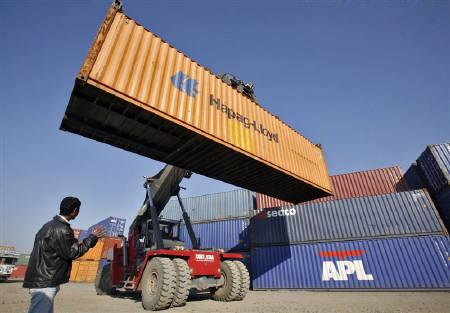 A stacker prepares to stack a container at Thar Dry Port in Sanand in the western Indian state of Gujarat January 3, 2011. REUTERS/Amit Dave/Files
