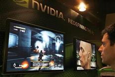 <p>Foto de archivo de un vendedor en un mostrador de Nvidia en la feria Computex de Taipéi, jun 6 2007. Nvidia el fabricante de chips gráficos alegró el jueves a los inversionistas al pronosticar ingresos para el tercer trimestre mayores a los esperados, lo que hizo subir sus acciones tras el cierre del mercado. REUTERS/ Nir Elias</p>