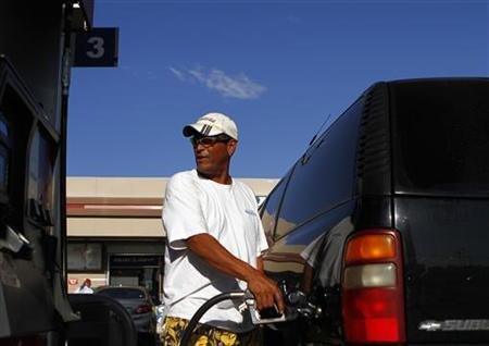 A motorist pumps fuel into his vehicle at JJ's Express Gas Plus station in Phoenix gas station in Phoenix, August 10, 2011. REUTERS/Joshua Lott