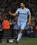 O argentino Sergio Aguero comemora gol do Manchester City contra o Swansea City na vitória por 4 x 0.