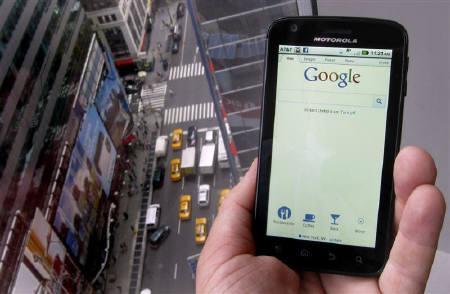 8月15日、米グーグルは、通信機器大手モトローラ・モビリティ約125億ドルで買収すると発表した(2011年 ロイター/Brendan McDermid)