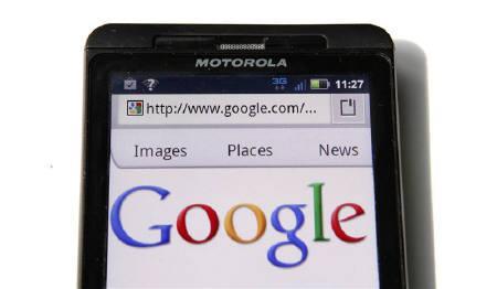 8月15日、米グーグルは、米携帯端末大手モトローラの買収で自社に保険をかけるが、グーグルのパートナー企業は心穏やかではないかもしれない。ワシントンで撮影(2011年 ロイターERS/Kevin Lamarque)