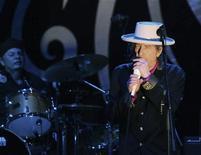 Foto de arquivo mostra Bob Dylan durante show no Vietnã. 10/04/2011  REUTERS