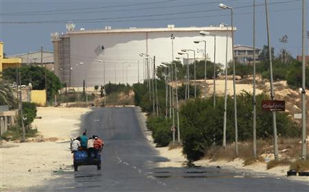 A truck carrying Libyan rebel fighters drives towards the Zawiyah oil refinery in Zawiyah, August 17, 2011. REUTERS/Bob Strong