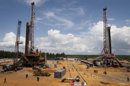 Employees work on drilling rigs at an oil well operated by Venezuela's state oil company PDVSA in Morichal July 28, 2011. Venezuela received an enviable honor last month: OPEC said it is sitting on the biggest reserves of crude oil in the world -- even more than Saudi Arabia. But the Venezuelan oil industry is also sitting atop a well of trouble. REUTERS/Carlos Garcia Rawlins