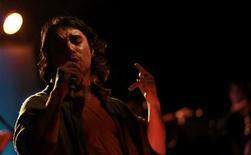 O canto de tango Julian Bruno, da Ciudad Baigon Orchestra, em show feito em Buenos Aires. Foto de Arquivo. 05/082011 REUTERS/Marcos Brindicci