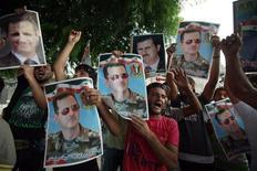 Демонстрация против сирийского президента Башара аль-Асада в Бейруте, Ливан 15 августа 2011 года. Сирийский президент Башар аль-Асад сообщил генеральному секретарю ООН Пан Ги Муну, что прекратил военные и полицейские операции против демонстрантов, однако оппозиция говорит о новых убийствах минувшей ночью. REUTERS/Sharif Karim