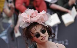 """Atriz Helena Bonham Carter na estreia de """"Harry Potter e as Relíquias da Morte - Parte 2"""", em Londres. A atriz inglesa e o ator irlandês Liam Neeson entraram para o elenco do novo seriado """"Life's Too Short"""" do comediante Ricky Gervais, disse a BBC na sexta-feira. 07/07/2011   REUTERS/Dylan Martinez"""