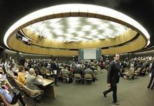 """Заседание Совета ООН по правам человека, посвященное ситуации в Сирии, Женева, 22 августа 2011 года. Организация объединенных наций решила во вторник начать новое расследование """"самоуправных казней, излишнего применения силы и убийств антиправительственных демонстрантов"""" в Сирии, усилив давление на режим попавшего в международную изоляцию президента Башара аль-Асада. REUTERS/Denis Balibouse"""