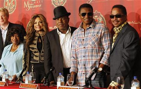 Katherine Jackson with her children La Toya, Tito, Jackie and Marlon attend a news conference to announce a tribute concert for the 40th anniversary of the late Michael Jackson's career in Beverly Hills, July 25, 2011. REUTERS/Mario Anzuoni