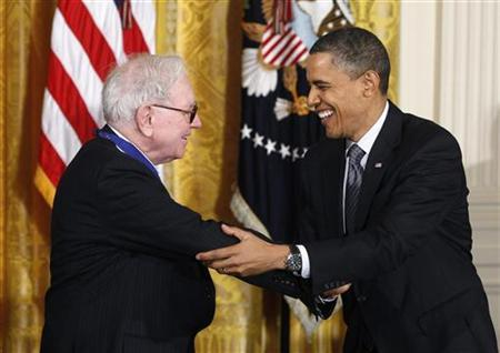 President Barack Obama (R) congratulates Medal of Freedom recipient and investor Warren Buffett during a ceremony to present the awards at the White House in Washington February 15, 2011. REUTERS/Kevin Lamarque