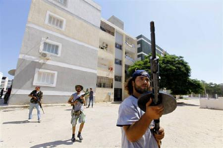 Rebel fighters scout for snipers in the final push to flush out Muammar Gaddafi's forces in Abu Slim in Tripoli August 25, 2011. FREUTERS/Anis Mili