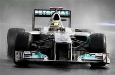 Michael Schumacher, da Mercedes, durante treino livre para o Grande Prêmio da Bélgica no circuito Spa-Francorchamps. Schumacher iniciou sua terceira década na Fórmula 1 no topo das listas de treino no Grande Prêmio da Bélgica, favorito do piloto, nesta sexta-feira.  26/08/2011  REUTERS/Francois Lenoir
