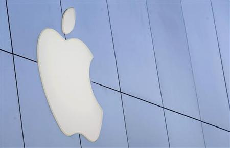 The Apple logo is pictured outside the Apple store in Santa Monica, California August 24, 2011. REUTERS/Mario Anzuoni