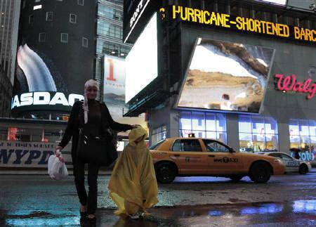 A woman and her son cross through New York's Times Square as the rain from Hurricane Irene begins to fall, August  27, 2011.  REUTERS/Brendan McDermid