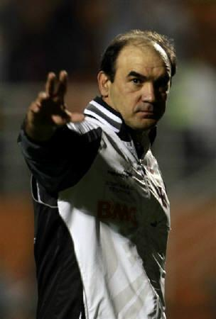 A file photo shows Vasco da Gama's head coach Ricardo Gomes during the team's Copa Sudamericana soccer match against Palmeiras in Sao Paulo August 25, 2011. Gomes was in hospital after suffering a stroke during his team's Brazilian championship match against Flamengo on Sunday. REUTERS/Paulo Whitaker/Files