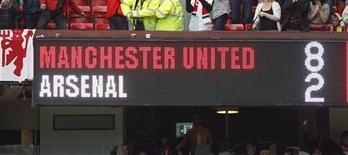 """Электронное табло на матче """"Манчестер Юнайтед"""" - """"Арсенал"""" в Манчестере 28 августа 2011 года. Оба представителя Манчестера в английской Премьер-лиге - """"Юнайтед"""" и """"Сити"""" разгромили своих столичных соперников по третьему туру с общим счетом 13-3. REUTERS/Darren Staples"""