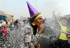 A girl takes part in celebrations for Eid al-Fitr, which marks the end of the Muslim holy month of Ramadan, on Tahrir square in Cairo August 30, 2011.  REUTERS/Mohamed Abd El-Ghany