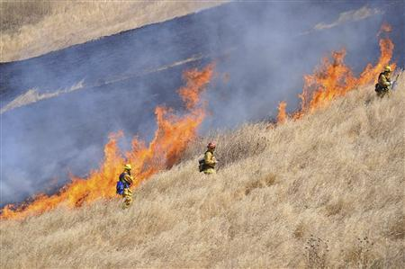Firefighters work to contain flames from the Motor Fire, near Yosemite National Park in California, in a photo released August 30, 2011. REUTERS/John Clary/US Forest Service