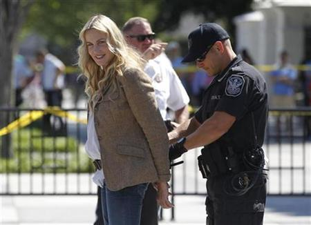 American actress Daryl Hannah is arrested as she joins a protest against the Keystone XL oil pipeline, outside the White House in Washington, August 30, 2011. REUTERS/Jason Reed