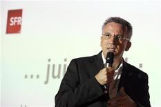 <p>Le PDG de SFR, Franck Esser. L'opérateur télécoms SFR a pâti au premier semestre d'une forte concurrence, qui a pesé sur ses recrutements d'abonnés et sa rentabilité, alors que l'arrivée prochaine de Free Mobile sur le marché promet de faire monter la pression d'encore un cran. /Photo prise le 7 juin 2011/REUTERS/Gonzalo Fuentes</p>