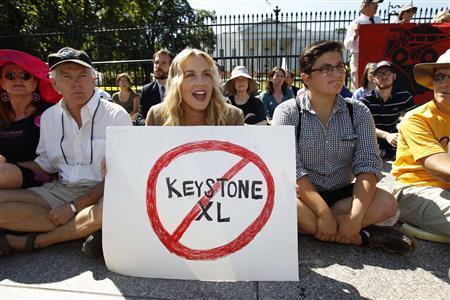 Actress Daryl Hannah protests in front of the White House in Washington against the proposed Keystone XL pipeline, August 30, 2011. REUTERS/Kevin Lamarque
