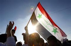Проживающие в Иордании сирийцы участвуют в митинге против президента Сирии Башара аль-Асада возле посольства Сирии в Аммане, 30 августа 2011 года. Генеральный прокурор сирийской провинции Хама объявил в четверг, что покидает свой пост в знак протеста против жесткого подавления уличных демонстраций. REUTERS/Ali Jarekji