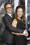"""Robert Downey Jr. e sua esposa Susan, na estreia de """"Desconhecido"""", em Los Angeles, em fevereiro. O casal anunciou que está esperando seu primeiro filho, informou um porta-voz dele na quarta-feira. 16/02/2011  REUTERS/Mario Anzuoni"""