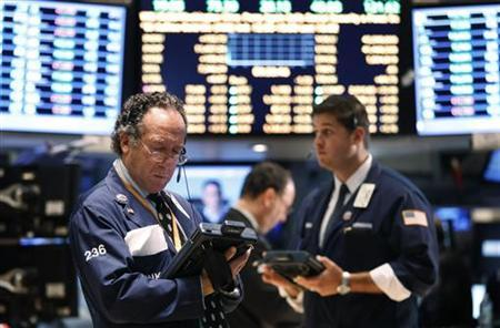 Traders work on the floor of the New York Stock Exchange August 29, 2011. REUTERS/Lucas Jackson
