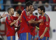 Jogadores da Espanha comemoram gol em partida contra o Chile. 02/09/2011 REUTERS/Christian Hartmann