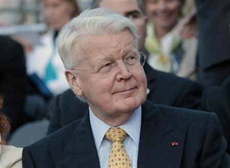 Iceland's President Olafur Ragnar Grimsson watches ''Song of Freedom'' concert in Tallinn August 20, 2011. REUTERS/Ints Kalnins