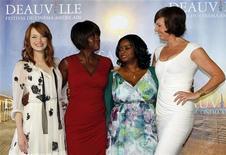 """As atrizes americanas (da esquerda para a direita) Emma Stone, Viola Davis, Octavia Spencer, e Allison Janney posam durante sessão de fotos do filme """"Histórias Cruzadas"""", no 37o Festival de Filmes Americanos em Deauville. 03/09/2011 REUTERS/Regis Duvignau"""