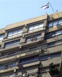 Посольство Израиля в Каире, 19 августа 2011 года. Египетские власти начали строить стену вокруг израильского посольства в Каире на фоне ухудшения отношений с Тель- Авивом, стремительно охладевших после свержения египетского авторитарного лидера и союзника США Хосни Мубарака. REUTERS/Amr Abdallah Dalsh
