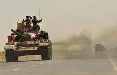 <p>Anti-Gaddafi forces move their tanks towards the front line from Al-Noflea, the closest area to the city of Sirte, 450 km (279.6 miles) west of Benghazi, towards Om El Khanfousa September 5, 2011. REUTERS/Esam Al-Fetori</p>