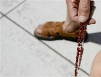 <p>A protestor recites the rosary outside the Cathedral of Our Lady of the Angels in Los Angeles July 15, 2007. REUTERS/Mario Anzuoni</p>