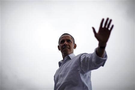 President Obama waves from the stage after speaking at a Labor Day event at General Motors Headquarters in Detroit, September 5, 2011. REUTERS/Jason Reed