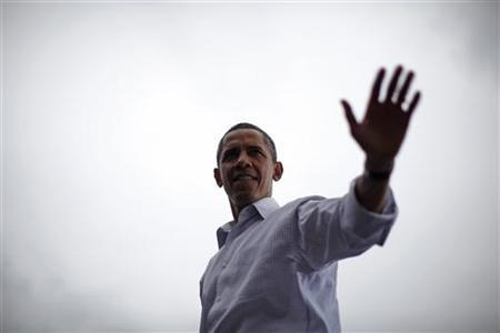 President Barack Obama waves from the stage after speaking at a Labor Day event at General Motors Headquarters in Detroit, Michigan, September 5, 2011. REUTERS/Jason Reed