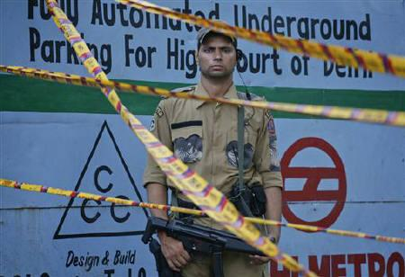 A Special Weapons and Tactics (SWAT) member of the Delhi police force stands guard outside the High Court after Wednesday's bomb blast in New Delhi September 8, 2011. REUTERS/Parivartan Sharma