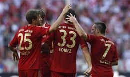 Franck Ribery (à dir.) do Bayern de Munique comemora gol contra o Freiburg ao lado dos colegas Thomas Muller, Jerome Boateng e Mario Gomez, em Munique. 10/09/2011 REUTERS/Michaela Rehle